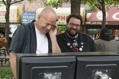 Willis (left), seen crushing the soul of director Kevin Smith